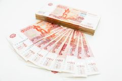 Cédula do russo 5000 rublos no fundo branco Configuração lisa, vista superior Fotografia de Stock