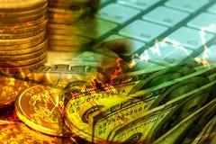 Cédula dos dólares americanos com fundo das moedas dos dólares Fotografia de Stock Royalty Free