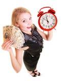 Cédula e despertador do dinheiro do polimento da terra arrendada da mulher Imagens de Stock Royalty Free