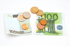 Cédula e moedas rasgadas do Euro Foto de Stock