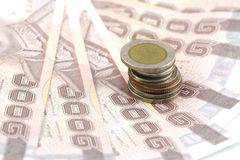 Cédula tailandesa e moedas tailandesas Foto de Stock Royalty Free