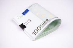 Cédulas cem euro em um fundo branco Fotos de Stock Royalty Free