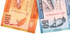 Cédulas cingalesas de 100,20,50 rupias isoladas no fundo branco com trajeto de grampeamento Imagens de Stock Royalty Free