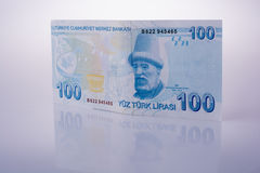 Cédulas da lira de Turksh de 100 no fundo branco Fotografia de Stock