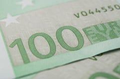 Cédulas de cem dinheiros dos euro Fotografia de Stock Royalty Free