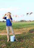 Cédulas de secagem da menina Imagem de Stock