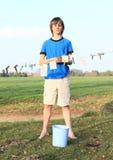 Cédulas de secagem do menino Fotos de Stock Royalty Free