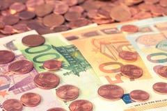 Cédulas do Euro com centavos de Euro Fotografia de Stock