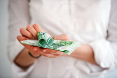 Cédulas do Euro com coração de cem contas Fotografia de Stock Royalty Free
