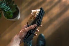 Cédulas do Euro que projetam-se de uma carteira Foto de Stock Royalty Free