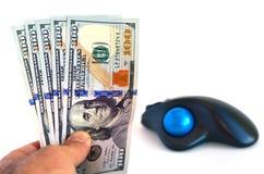 Cédulas dos dólares americanos e rato do computador Imagens de Stock