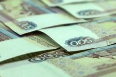 500 cédulas dos rublos de russo no fundo de madeira Vista superior Fotografia de Stock Royalty Free