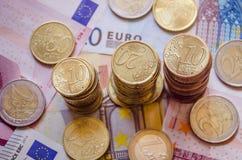 Cédulas e moedas do Euro Imagens de Stock