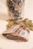 Cédulas e moedas dos pesos Imagens de Stock