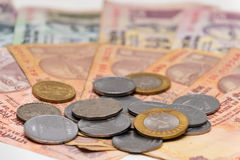 Cédulas e moedas indianas da rupia da moeda Imagens de Stock Royalty Free