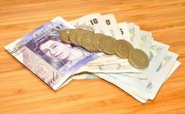 Cédulas e moedas inglesas Imagem de Stock