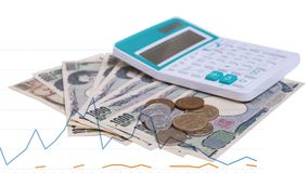 cédulas japonesas dos ienes da moeda com moeda do iene japonês e cal Fotos de Stock Royalty Free