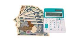 cédulas japonesas dos ienes da moeda com moeda do iene japonês e cal Foto de Stock