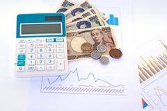 cédulas japonesas dos ienes da moeda com moeda do iene japonês e calc Imagem de Stock Royalty Free