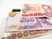 Cédulas, moedas, dinheiro do baht tailandês, cartão de crédito, negócio da finança Imagem de Stock Royalty Free