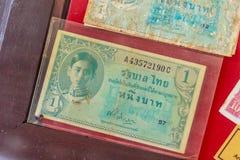 Cédulas tailandesas velhas de um baht com imagem do rei Ananda Mahidol desde Imagens de Stock