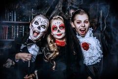 Célébrant Halloween ensemble photo libre de droits