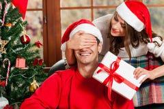 Célébrant Noël ensemble Image libre de droits
