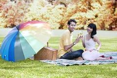 Célébration d'amour le jour d'automne Images libres de droits