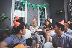 Célébration d'anniversaire avec des amis Photos stock