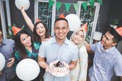 Célébration d'anniversaire avec des amis Photographie stock libre de droits