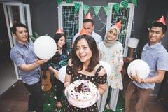 Célébration d'anniversaire avec des amis Photo stock