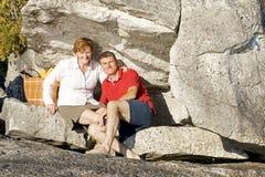 Célébration d'un anniversaire sur les roches Image stock