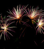 Célébration de feux d'artifice au-dessus de Jour de la Déclaration d'Indépendance juillet de stade en avant Photo stock