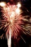 Célébration de feux d'artifice au-dessus de Jour de la Déclaration d'Indépendance juillet de stade en avant Photographie stock