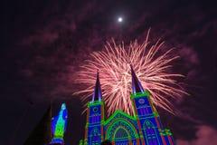Célébration de feux d'artifice avec le Joyeux Noël Photographie stock libre de droits