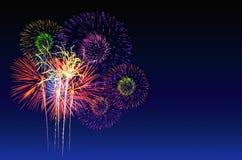 Célébration de feux d'artifice et le fond crépusculaire de ciel Image stock
