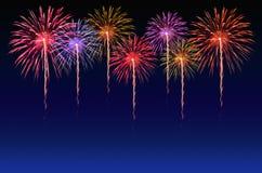 Célébration de feux d'artifice et le fond crépusculaire de ciel Photo stock