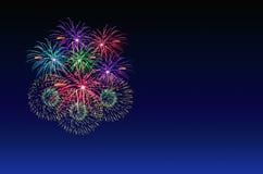 Célébration de feux d'artifice et le fond crépusculaire de ciel Photo libre de droits
