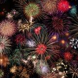 Célébration de feux d'artifice la nuit photographie stock libre de droits