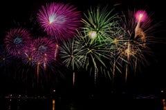 Célébration de feux d'artifice la nuit sur l'espace de nouvelle année et de copie Images stock