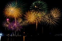 Célébration de feux d'artifice la nuit sur l'espace de nouvelle année et de copie Photos libres de droits