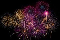 Célébration de feux d'artifice la nuit sur l'espace de nouvelle année et de copie - ABS Photos stock