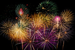 Célébration de feux d'artifice la nuit sur l'espace de nouvelle année et de copie - ABS Images stock