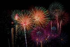 Célébration de feux d'artifice la nuit sur l'espace de nouvelle année et de copie - ABS Images libres de droits
