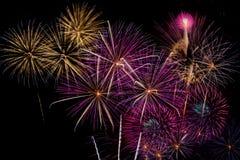 Célébration de feux d'artifice la nuit sur l'espace de nouvelle année et de copie - ABS Photo stock