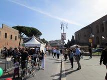Célébration de jour de sports à par l'intermédiaire de l'imperiali Roma de fori de dei Italie 2012 l'Europe photos libres de droits