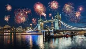 Célébration de la nouvelle année à Londres au pont de tour avec f images stock