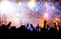 Célébration de la nouvelle année avec le champagne et les feux d'artifice Images stock