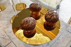 Célébration de la pâtisserie de Mont Blanc de châtaigne à la boutique de thé d'Angelina à Paris Images stock