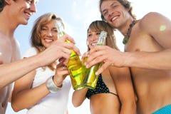 Célébration de la réception à la plage Photographie stock libre de droits